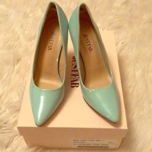 Mint heels size 6. Never worn